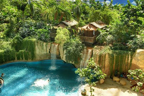 德國廢棄飛船機庫改造為熱帶度假村 Tropical Islands