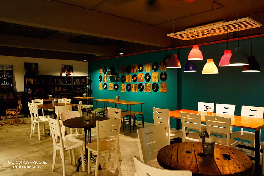 I Am 80s Cafe Taman Rasa Sayang