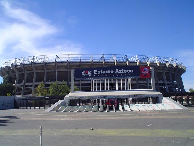 Estadio azteca un buen dia dia soleado para tomar al for Puerta 1 estadio azteca