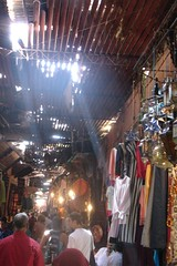 2005/09/13 - 11:53 - The markets of Marrakesh are a mayhem - they are incredibly huge with hundreds of shops and there's a souq for every commodity: Carpets, Slippers, Spices, Jewelery, Leather, Fabrics, Pottery and so on...
