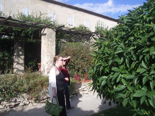 084monastery gardens