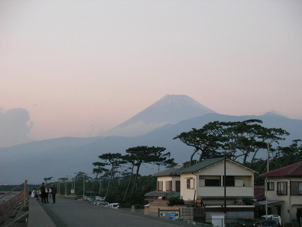 遥かなる富士山。一度登りたい。