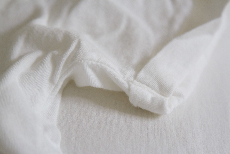 growing a minimalist wardrobe: basic t-shirts | reading my tea leaves