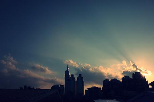 2015年7月13日、台湾・台北で撮影した夕暮れの写真、クロスプロセス設定