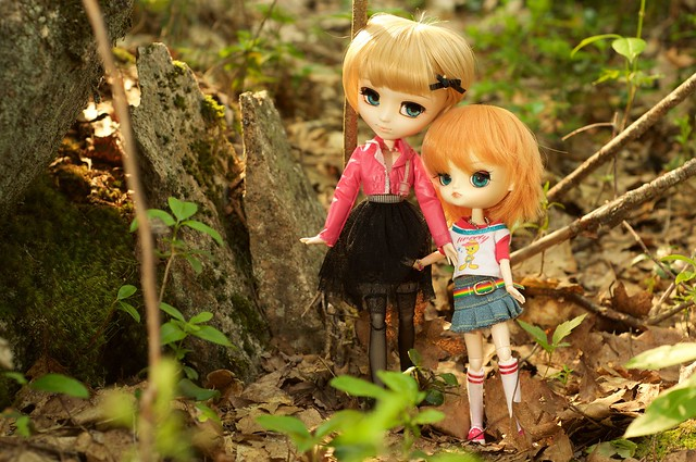 Nikki and Rae in the woods
