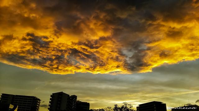 「煌めく雲」 伊丹 - 兵庫