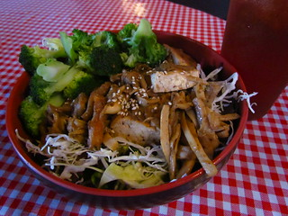 Shiitake Tofu Bowl with Broccoli and Iced Tea from Koriente