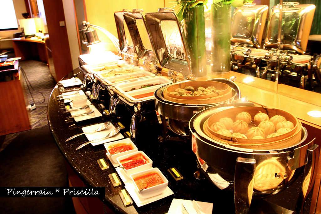 Breakfast in Club Lounge - Hot Food Station