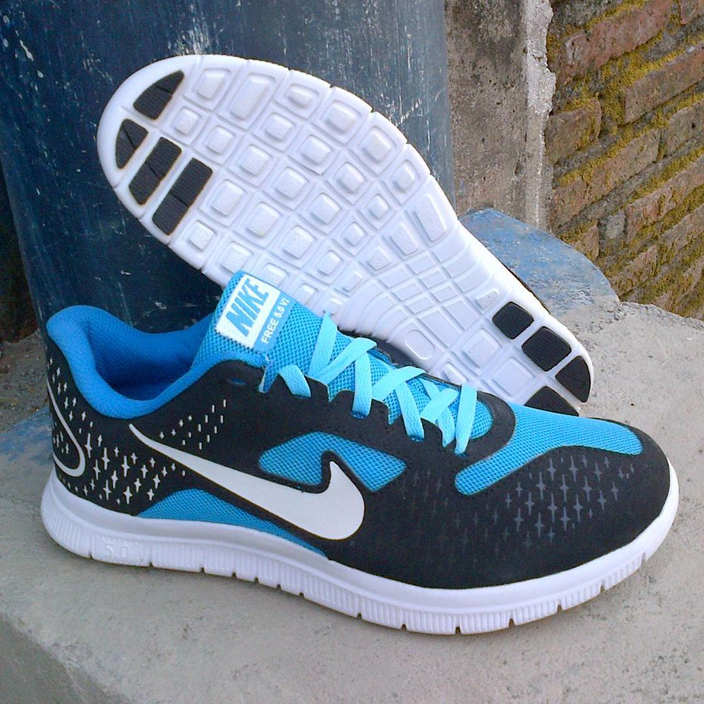 size 40 7a754 39a03 Nike Free Run 5.0 v2 size: 39-43 harga: 190rb CP: Tlp/SMS ...
