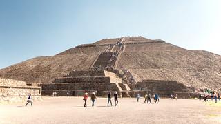 ภาพของ Teotihuacán ใกล้ Ampliación San Francisco. 2017 winter mexico mexicocity teotihuacan pyramidofthesun january mexique estadosunidosmexicanos mexiko 墨西哥 pyramides pyramid