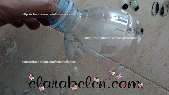 ojos hechos con botellas de plastico recicladas