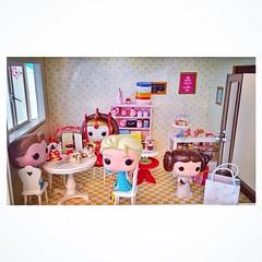 Reunião de princesas no Coffee Shop