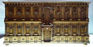 תמונה של Sforza Castle ליד Milano. cabinet chest furniture woodcarving italy genoa milan sforzacastle castellosforzesco ulpianovolpi domenicoponsello giovanniponsello