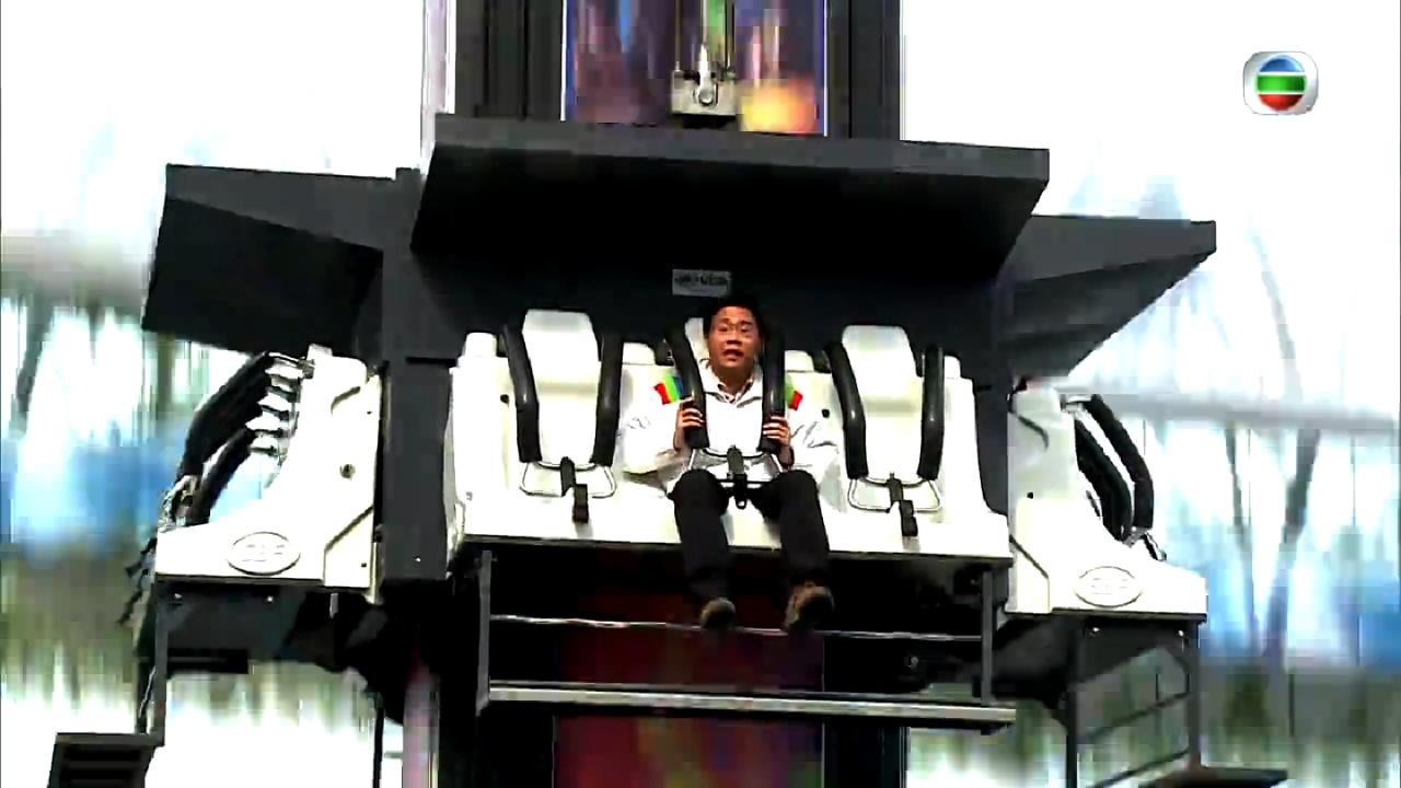 方東昇在哈薩克的商場跳樓機,竟然可以講到油價急跌拖累哈國經濟,堪稱第3集裏最搵命博的一個「扒」,堅呀!(《世界零距離III》截圖)