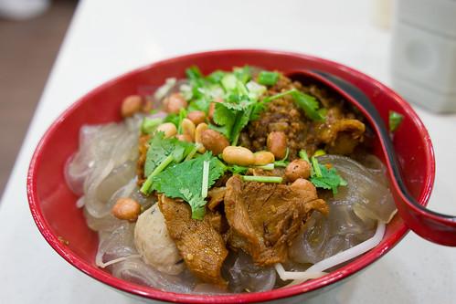 薯點的是麻辣腩肉貢丸祕制醬汁撈紅薯粗粉