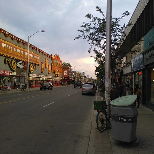 Looking west down Bloor #toronto #bloorstreetwest #honesteds #evening #koreatown