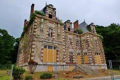 Chateau Elf Aquitaine, Mont