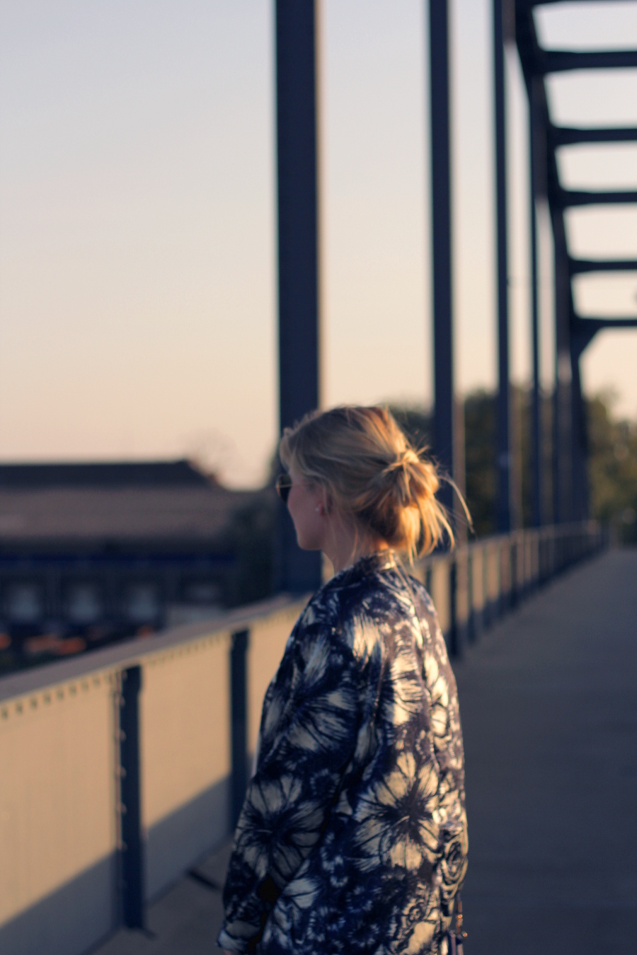 otufit-girl-fashion-blogger-mannheim-blue-lights-sun-set-bag-lovely-blond-haare-sexy