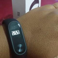 No meu primeiro dia com o #miband da @mi.brasil, registro de 28 mil passos :scream: Pra quem não conhece, o #miband é uma pulseira inteligente com função de pedômetro, leitor de batimentos cardíacos, contador de calorias gastas e contador de Km percorrido
