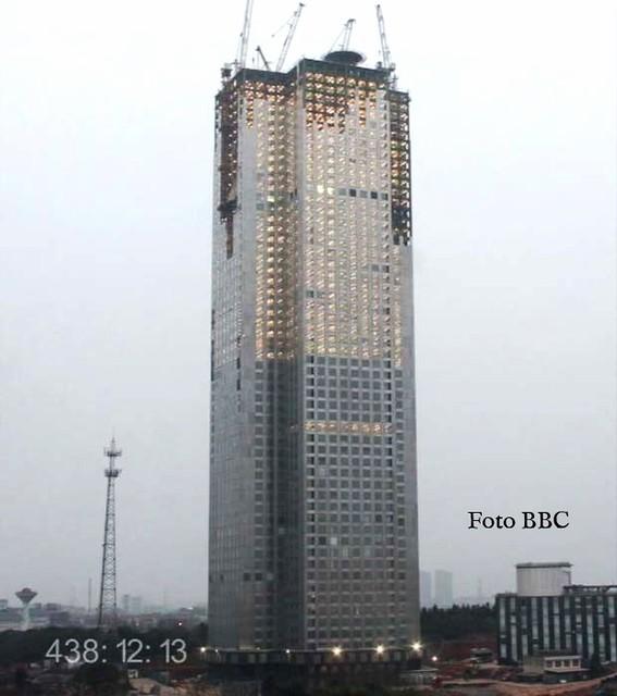 Grupo chinês constrói arranha-céu de 240 metros em 19 dias