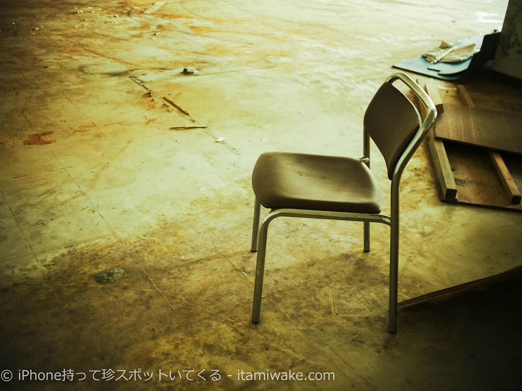 残された椅子