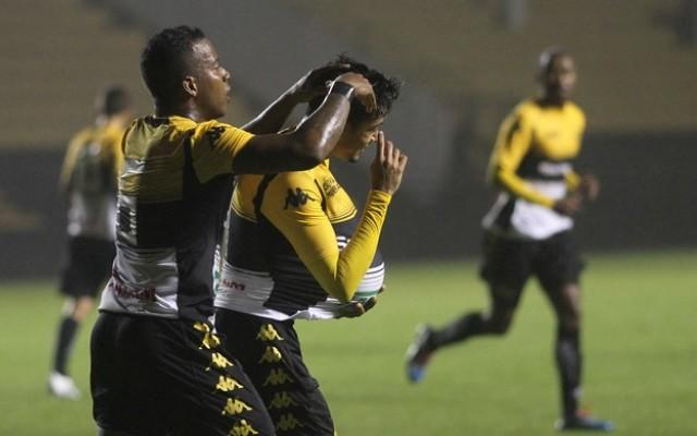 Com gol de Lucca, Crici�ma bate o Bragantino no Heriberto H�lse