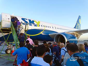 Sky Airline pasajeros embarque en A319 (RD)