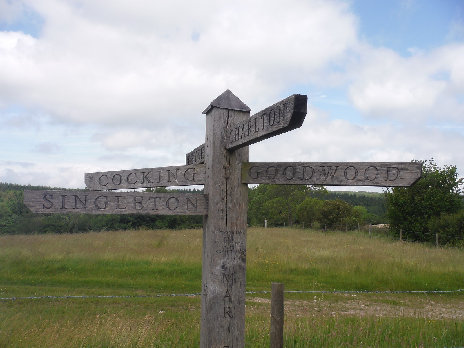 signpost SWC Walk 239 Halnaker to Chichester via Cass Sculpture Park and Goodwood