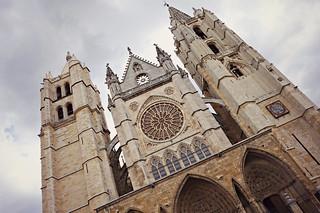 http://hojeconhecemos.blogspot.com.es/2015/07/catedral-de-santa-maria-leon-espanha.html