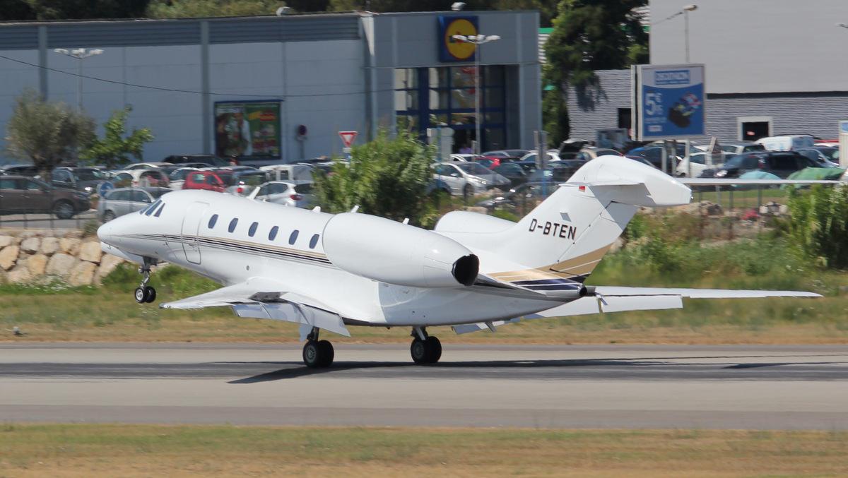 Aéroport de Cannes-Mandelieu [LFMD-CEQ] Juillet 2015   19827311518_66df43d4a4_o