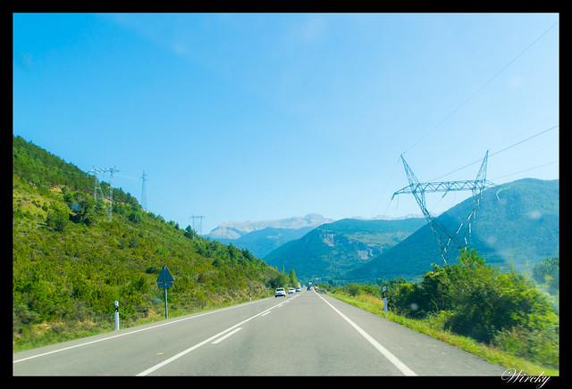 Camino hacia el Parque Nacional de Ordesa y Monte Perdido