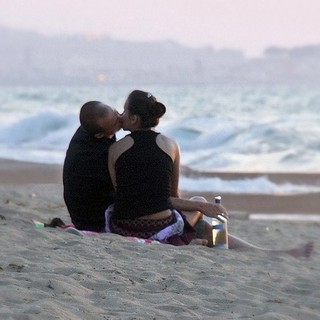 Image de paralia Plage d'une longueur de 2867 mètres. canoneos400ddigital 2010 july rethymnon rethymno crete greece europeanunion people love wine beach erotic hot kiss