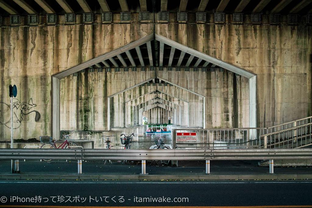 東海道新幹線橋梁の下