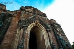 Entrance to Dhammanyan gyi Temple