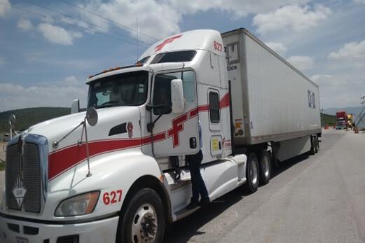 Aseguran a tres conductores que trasladaban en sus vehículos a 15 indocumentados