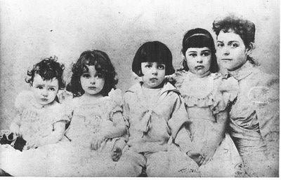 Em-lia de Castro e filhos