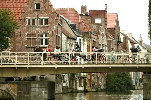 Gent vista dai canali
