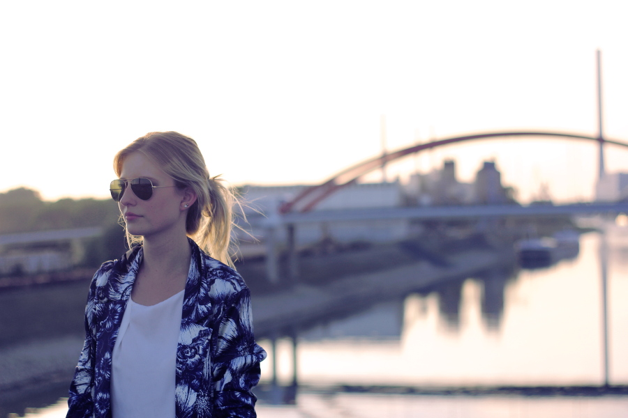outfit-sunnies-blonde-river-lights-blue-jacket-blouse-mango-primark