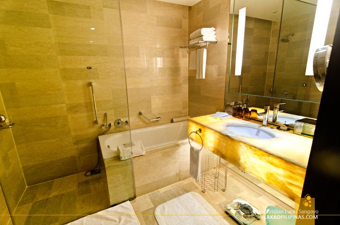 Traders Hotel Kuala Lumpur Toilet and Bath