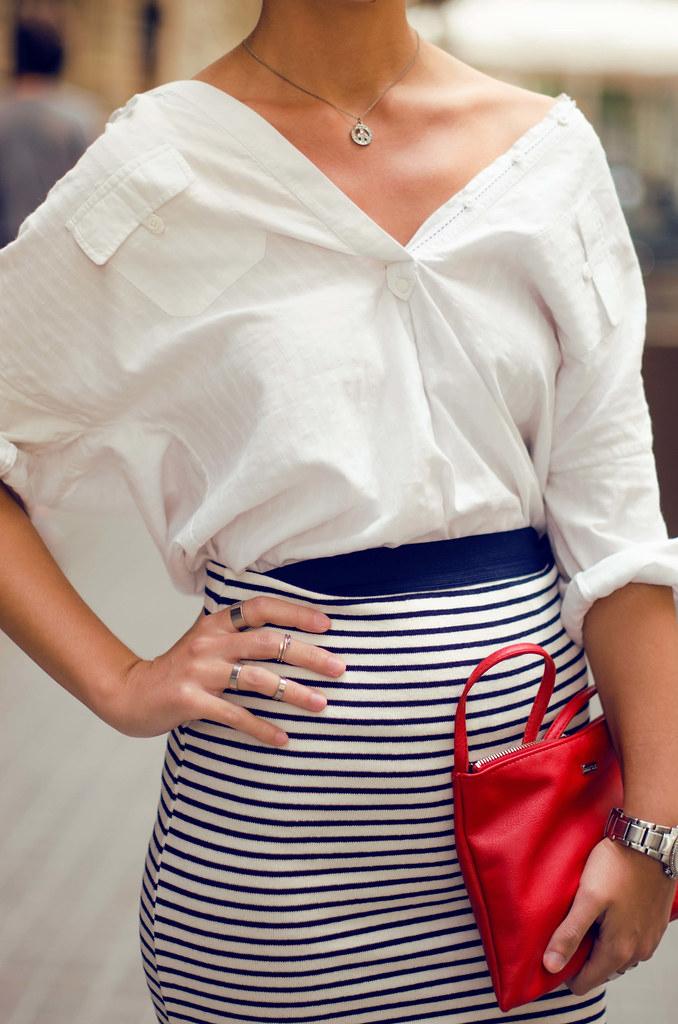 Cómo combinar una falda de rayas II