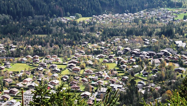 zoom in town chalet la floria france