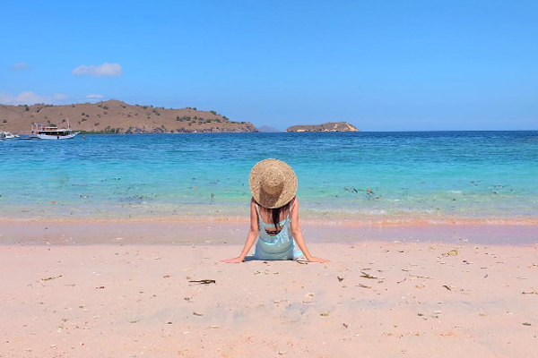 Pink Beach - gambar 3