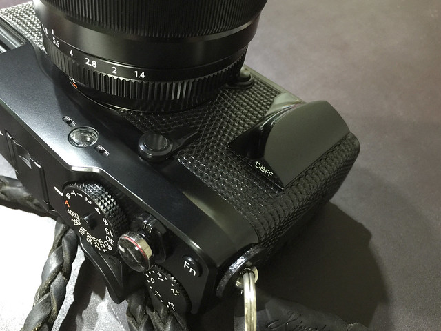 Attach of metal-grip to the FUJIFILM X-Pro1