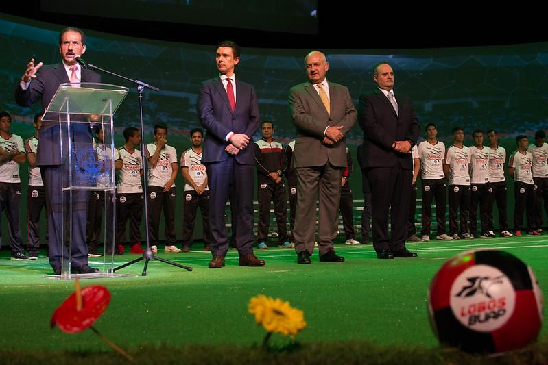 Sáb, 08/18/2012 - 00:14 - Presentación Club Lobos BUAP