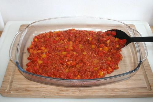 45 - Sauce in Auflaufform geben / Put sauce in casserole