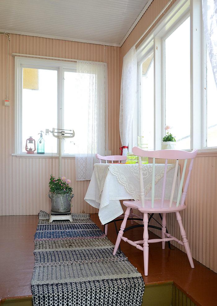 Ice cream painted chairs by Jutta Rikola for Unelmien Talo&Koti magazine