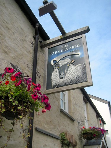 Pembrokeshire Coast Path: Farmer's Arms Pub in St David's