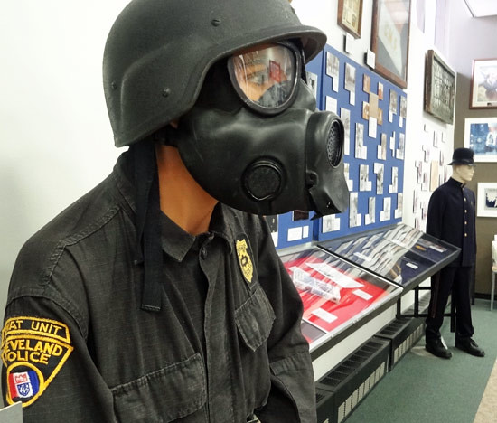gas-mask-police