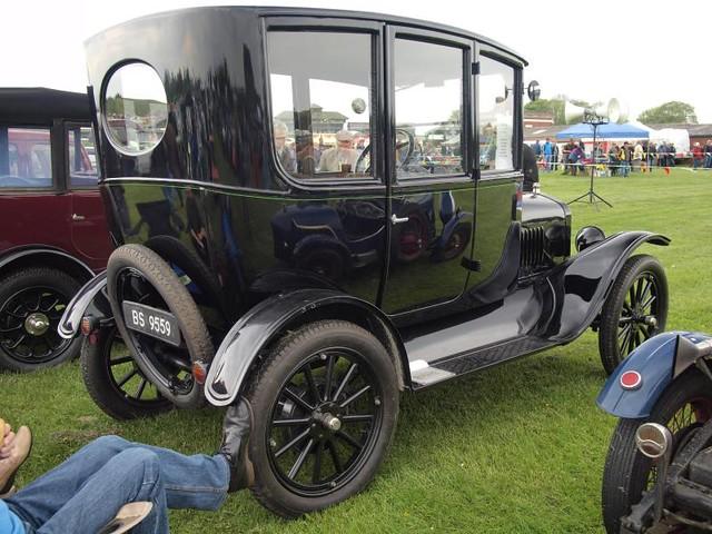 Ford Model T Centre Door Sedan - 1923