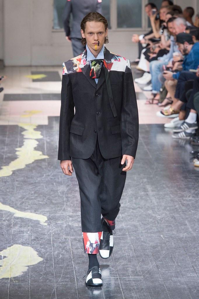 Ryan Keating3104_SS16 Paris Yohji Yamamoto(fashionising.com)